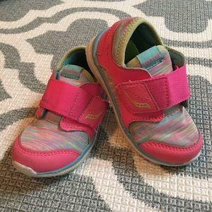 ✴️4/$15 Saucony toddler 6.5 Velcro sneakers